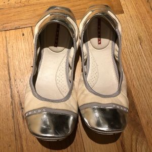 Prada pre-owned flats white leather